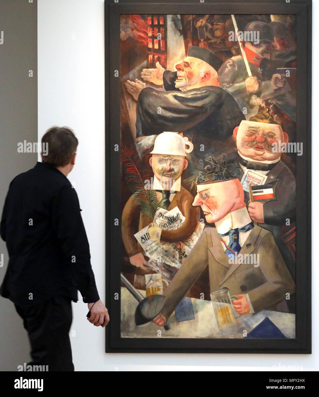 Berlin Deutschland 27 April 2018 Deutschland Berlin Ein Mann Der An Die Malerei 1926 Suche Von George Grosz Der Tuetzen Der Gesellschaft Stutzen Der Gesellschaft In Der Ausstellung Hallo Welt Revision
