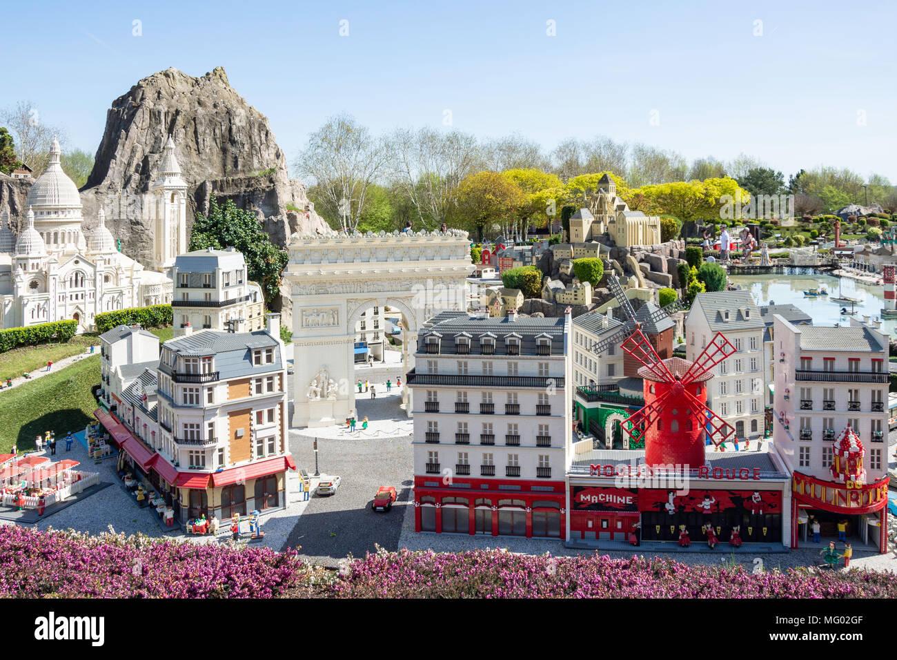 Pariser Sehenswürdigkeiten im Miniland Frankreich, Legoland Windsor, Windsor, Berkshire, England, Vereinigtes Königreich Stockbild