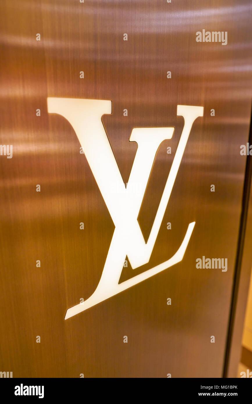 78bb778838efe November 2017  Louis Vuitton Zeichen an Rinascente. Rinascente ist eine  Sammlung von high-end-Stores.