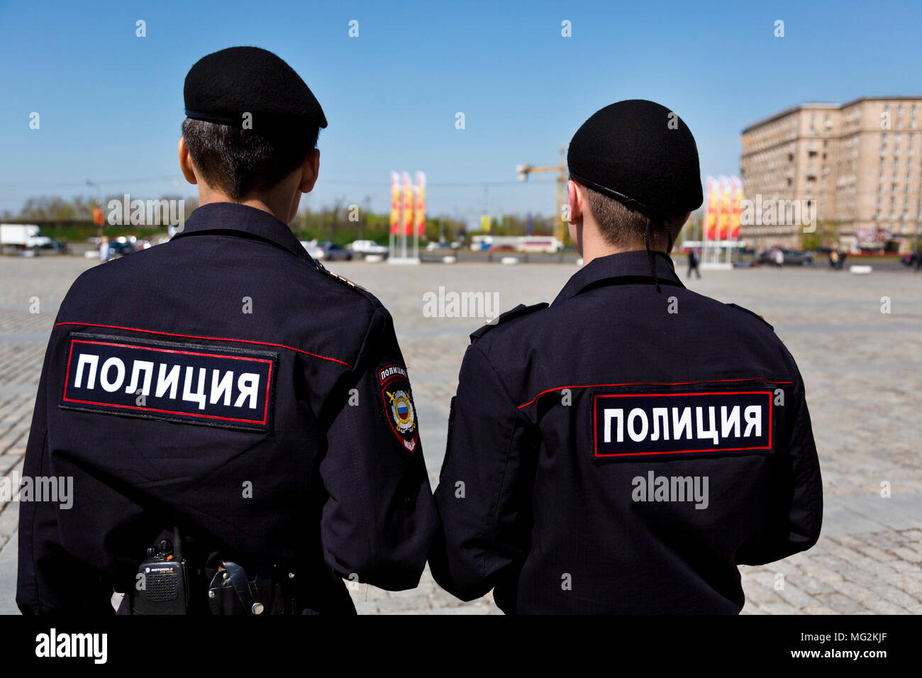 Polizei Patrol überwacht Recht und Ordnung während der festlichen Veranstaltungen auf Poklonnaya Hügel, Moskau Stockbild
