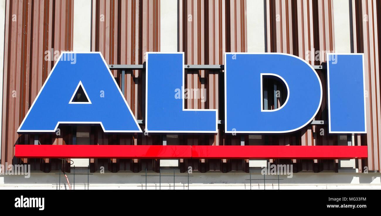 Aldi-Logo, Schriftzug der Lebensmittel Discounter Aldi Nord, Deutschland, Europa ich Aldi-Logo, Perkele des Lebensmittel Discounter Aldi Nord sind Stockbild