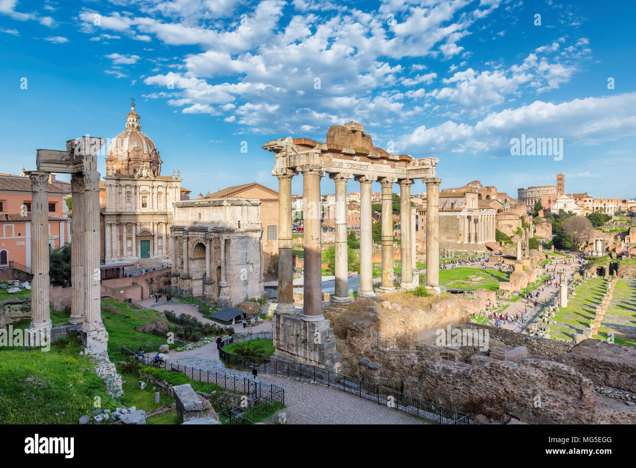Forum Romanum in Rom, Italien während des Sonnenuntergangs. Stockbild