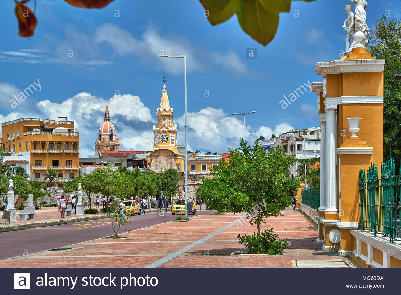 Torre Del Reloj Und Plaza De La Paz Stockfoto Bild 182072614 Alamy