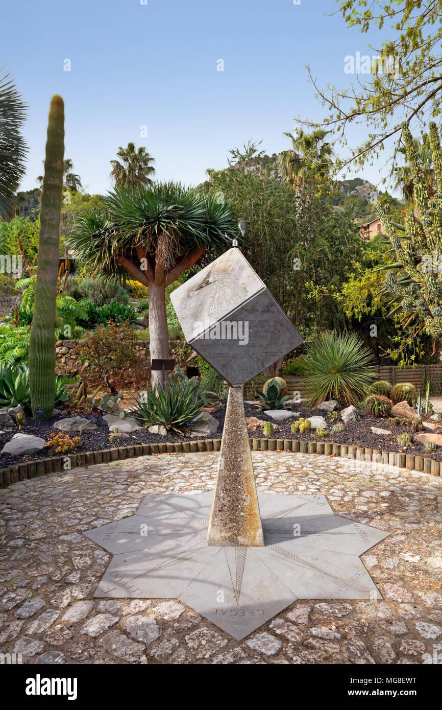 Sonnenuhr, Botanischer Garten, Sóller, Serra de Tramuntana, Mallorca, Balearen, Spanien Stockbild