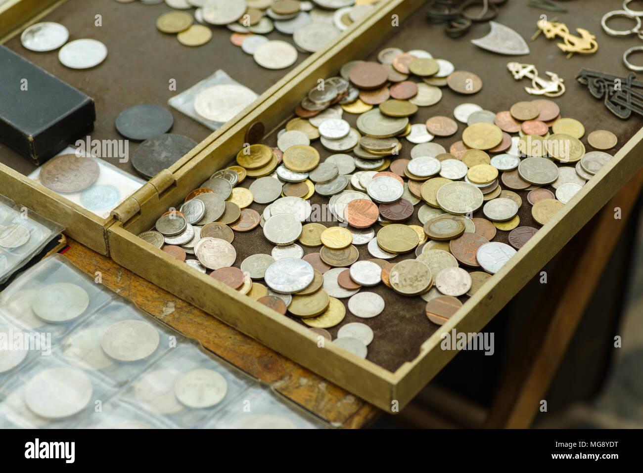 Alte Münzen Verschiedener Länder Stockfoto Bild 182135348 Alamy