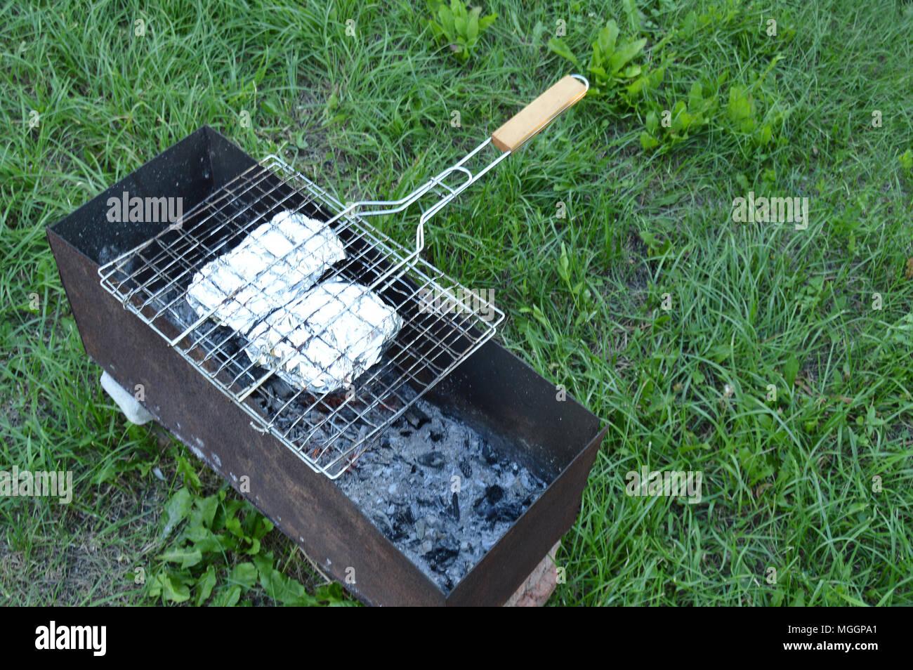 Grill Mit Fleisch Und Gemuse In Alufolie Auf Den Grill Kochen Auf