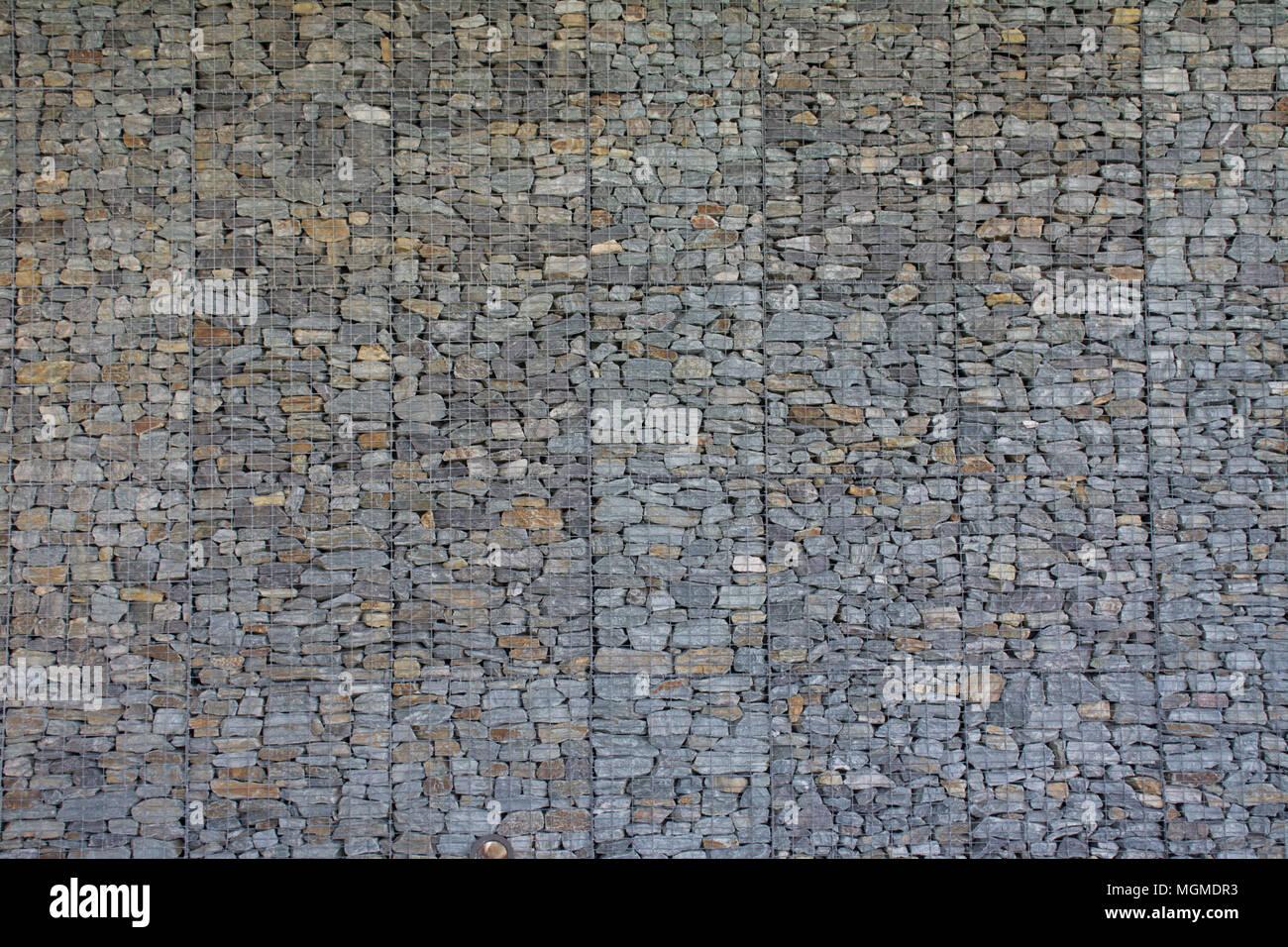 Stone Retaining Wall Stockfotos & Stone Retaining Wall Bilder - Alamy