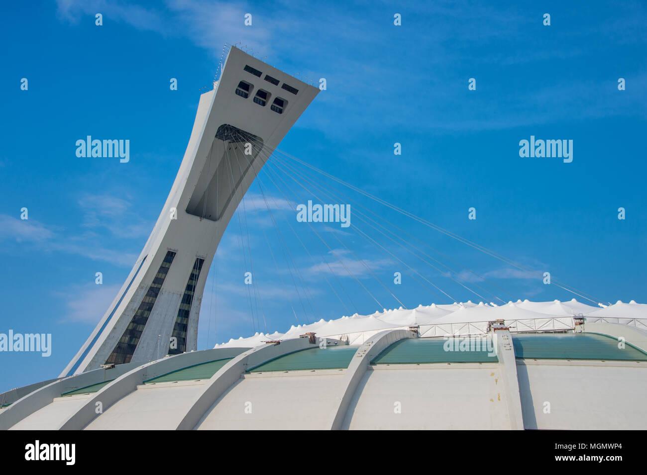 Montreal, CA - 28. April 2018: Das Montrealer Olympiastadion und der Schiefe Turm. Stockbild