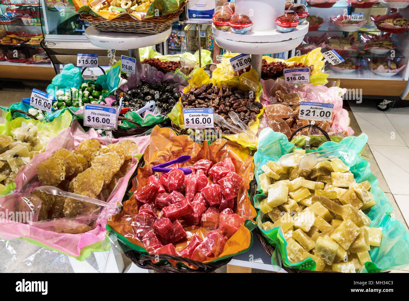People In Candy Store On Stockfotos & People In Candy Store On ...