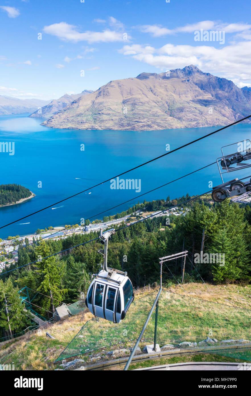 Queenstown, Südinsel Neuseeland Luftbild der Skyline Gondola Innenstadt Queenstown Stadtzentrum Lake Wakatipu und Cecil Peak Stockbild