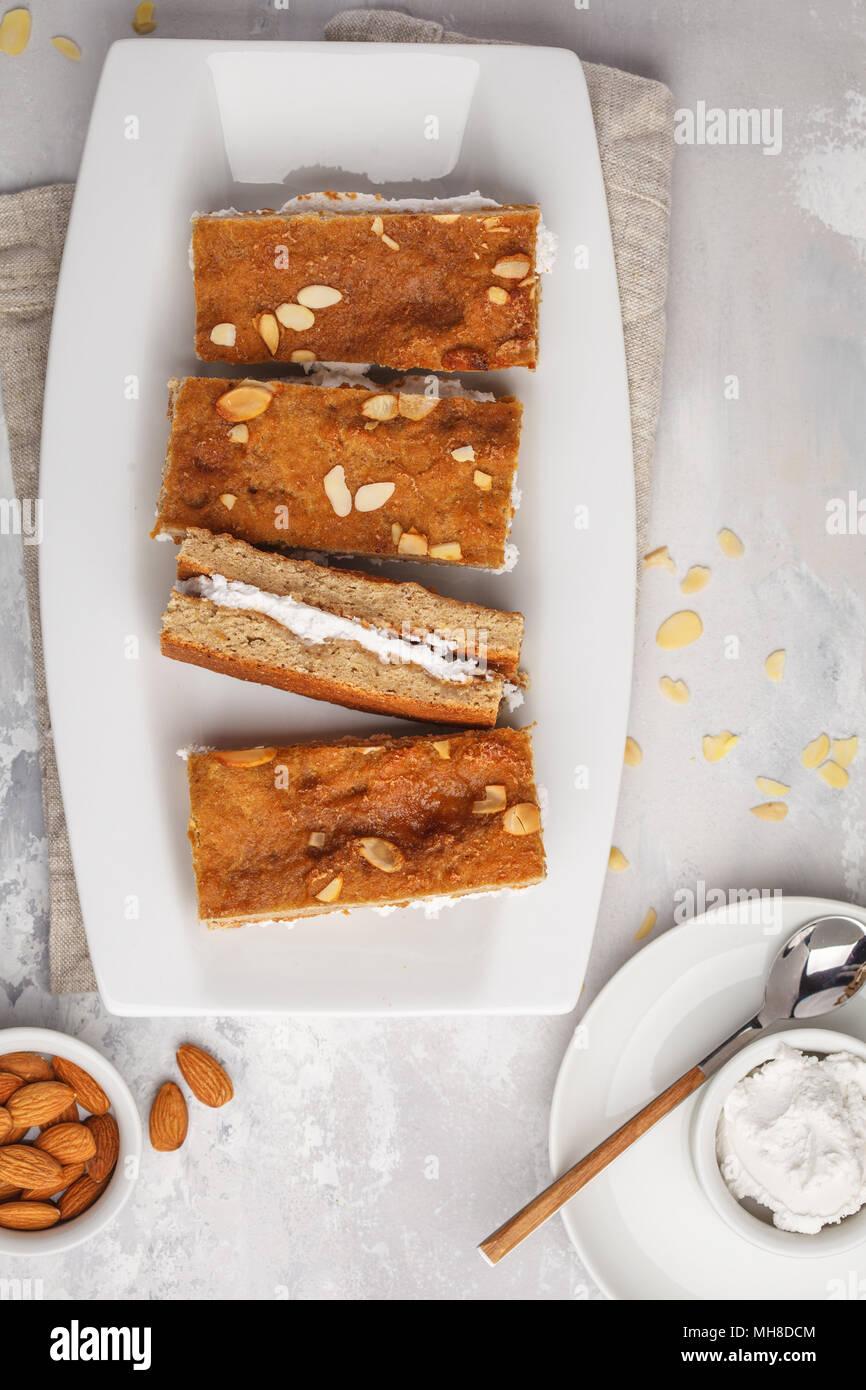 Vegane Kuchen Mit Kokosmilch Und Mandeln Hellen Hintergrund