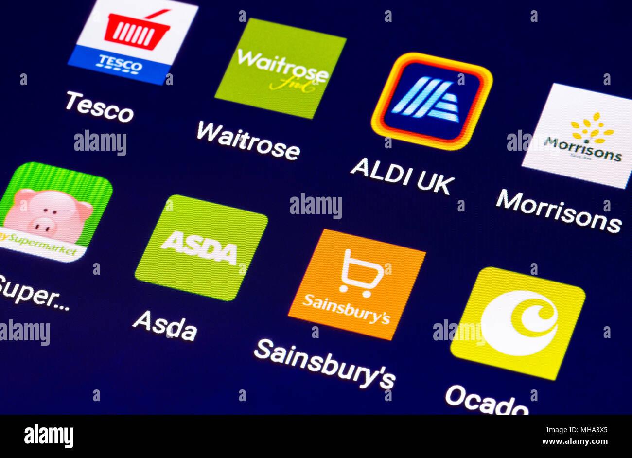 Symbole auf einem Tablet für On-line-Geschäfte in Großbritannien. Einkaufen online auf einem mobilen Gerät. Moderne Internet Shopping Tastenkombinationen für Lebensmittelgeschäfte.. Stockbild