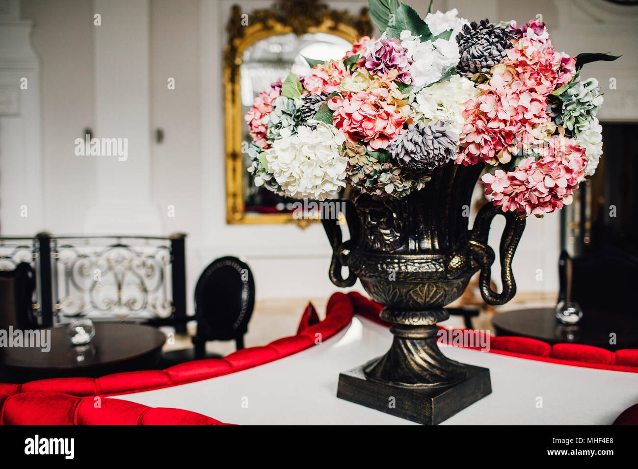 Blumen Dekor Luxurioses Interieur Hall Stockfotografie Alamy