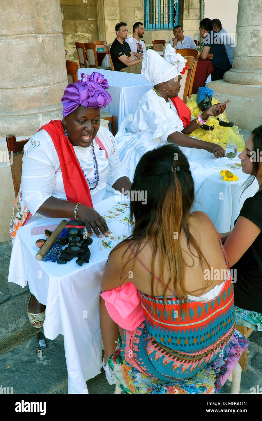Wahrsagerin, Plaza de la Catedral entfernt, Havanna, Kuba Stockbild