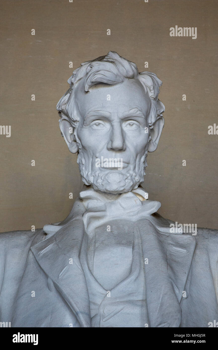 Vertikale Detailansicht Der iconnic Skulptur von Abraham Lincoln von Bildhauer Daniel Chester French, am Lincoln Memorial in Washington, DC. Stockbild