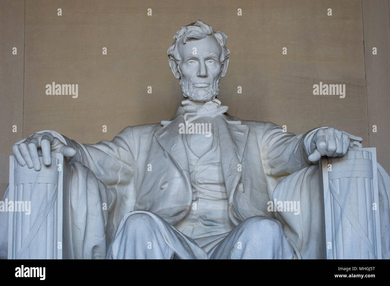 Medium Nahaufnahme der iconnic Skulptur von Abraham Lincoln von Bildhauer Daniel Chester French, am Lincoln Memorial in Washington, DC. Stockbild