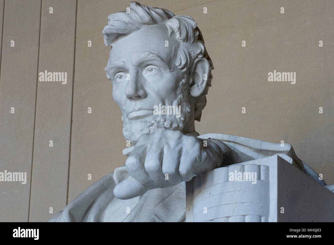 Close up 3/4 Ansicht Der iconnic Skulptur von Abraham Lincoln von Bildhauer Daniel Chester French, am Lincoln Memorial in Washington, DC. Stockbild