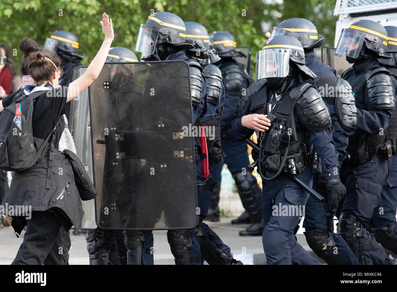 Datierung eines weiblichen Polizisten
