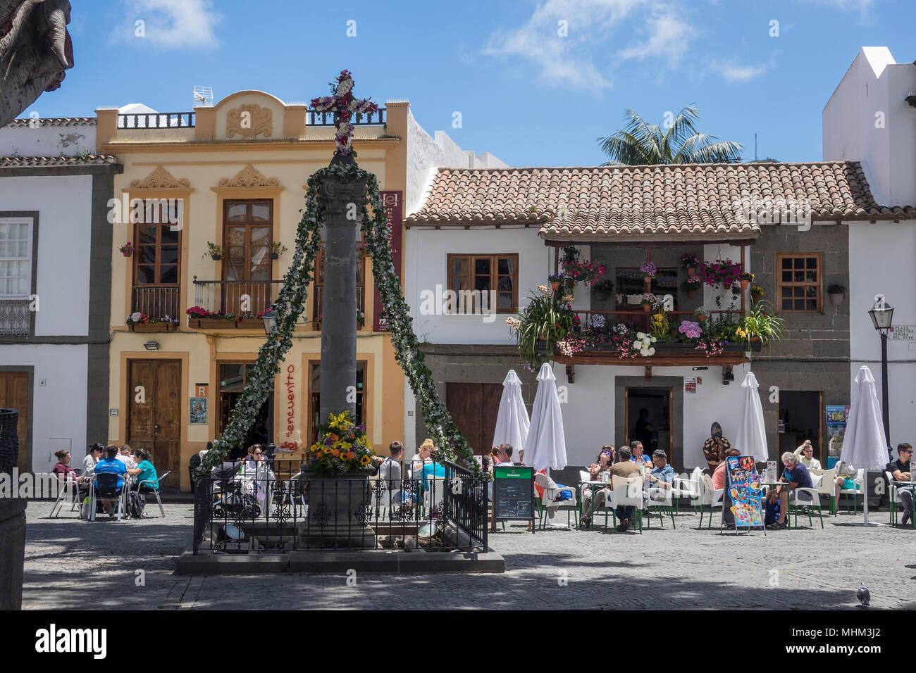 Spanien, Gran Canaria, Telde,, Cafés in Basilica Square Stockbild