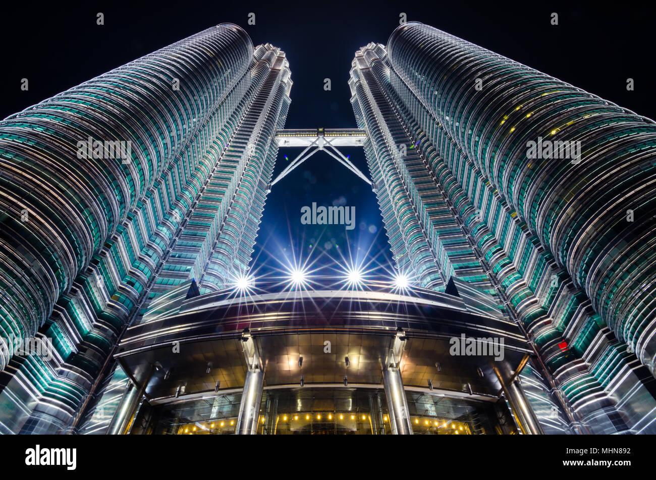 Petronas Twin Towers sind Zweibettzimmer Wolkenkratzer. Sie waren die weltweit höchste Gebäude von 1998 bis 2004 und noch höchste der Welt Twin Tower bis heute. Stockbild
