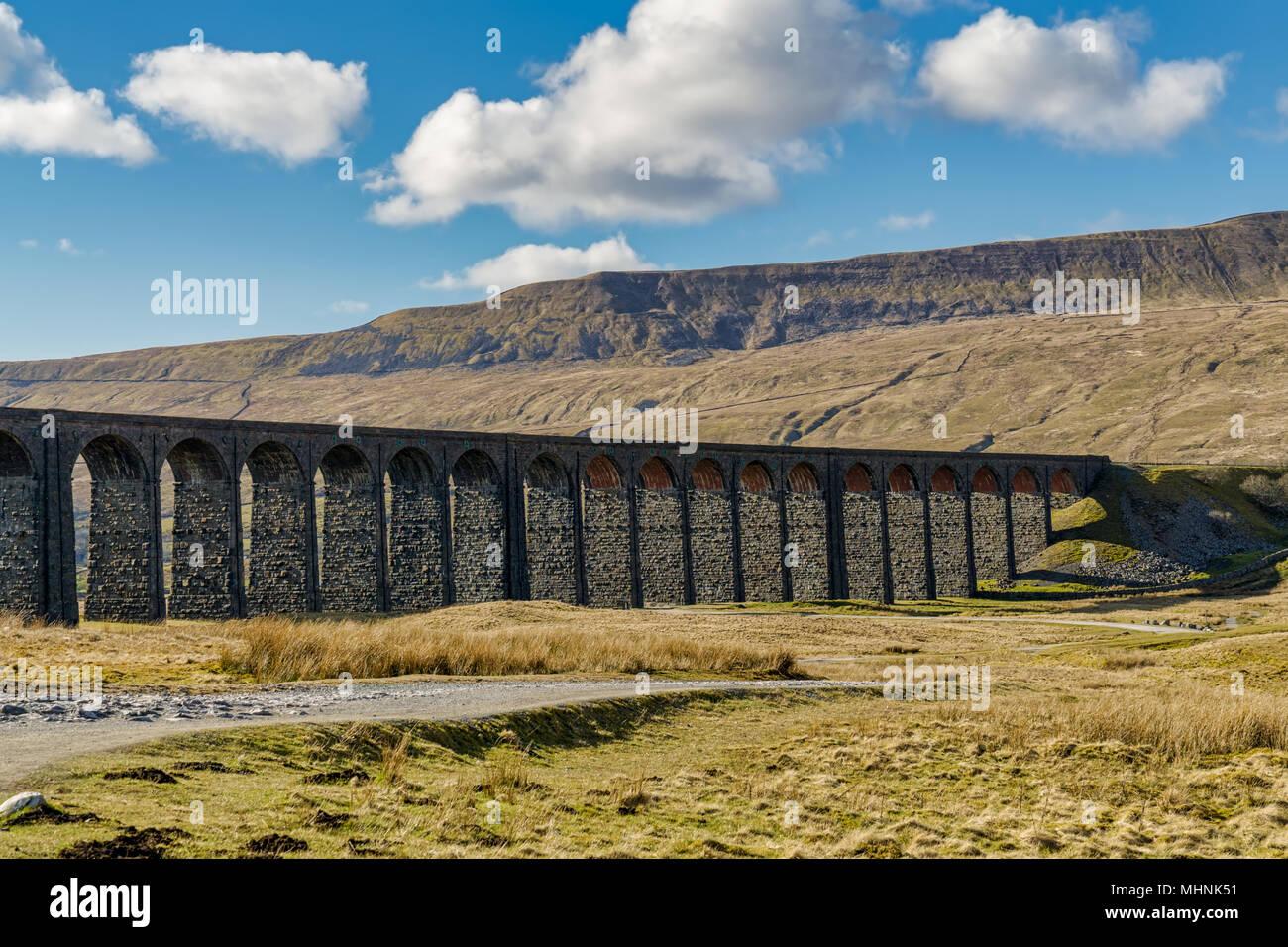 Ein Blick auf die ribblehead Viadukt, North Yorkshire Stockbild