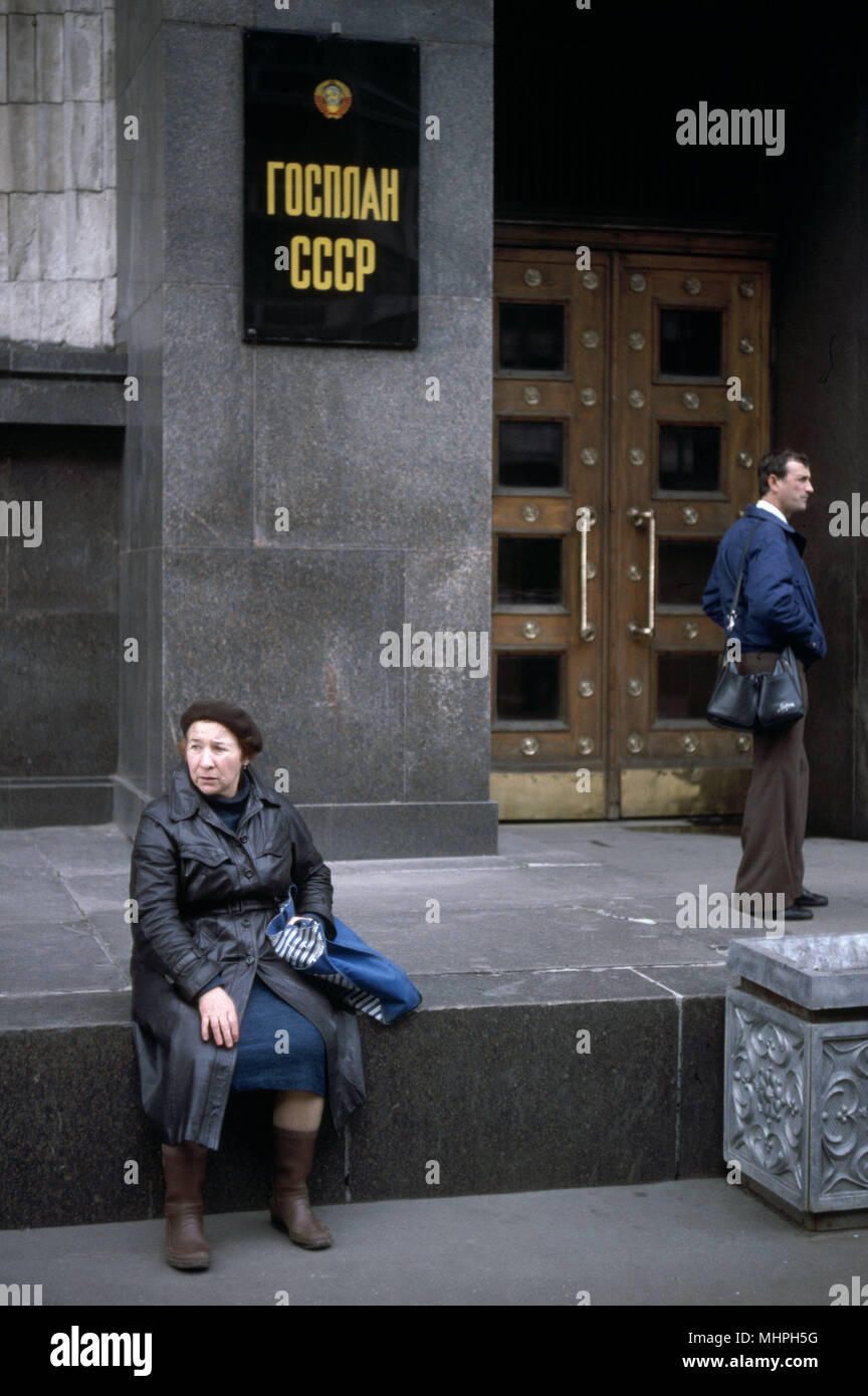 Eingang zu den Gosplan (staatliche Planung Ausschuß) Gebäude, Moskau, UDSSR. Datum: ca. 90s Stockbild