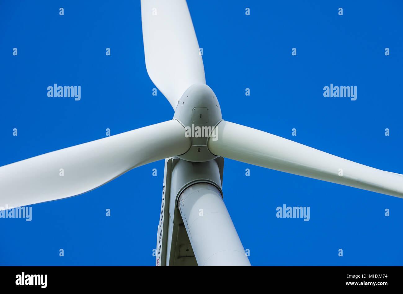 Eine Windenergieanlage ist ein Wind-betriebenen elektrischen Generator. Stockfoto