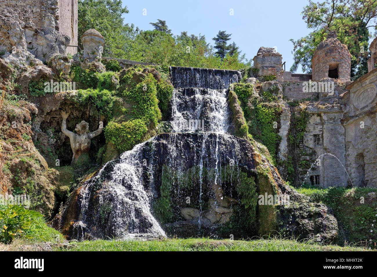 Teil Blick Auf Die Kunstvolle Brunnen Von Monforte San Villa D Este