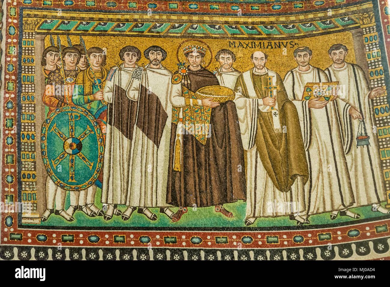 Mosaik Im Inneren Der Berühmten Basilika Di San Vitale, Eines Der  Bedeutendsten Beispiele Der Frühen Christlichen Byzantinischen Kunst In  Westeuropa, ...