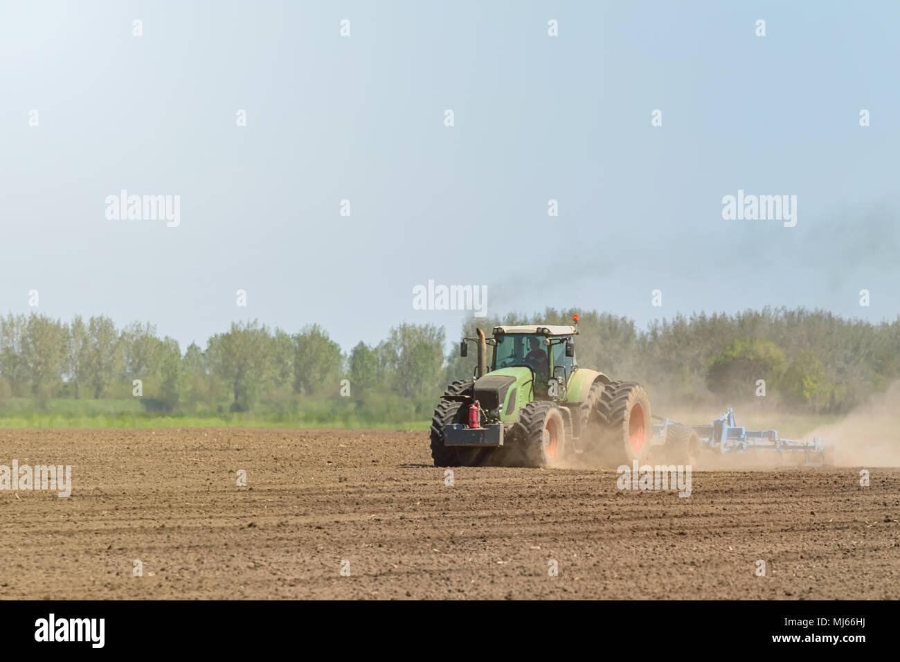 Preparing Agricultural Field Stockfotos & Preparing Agricultural ...