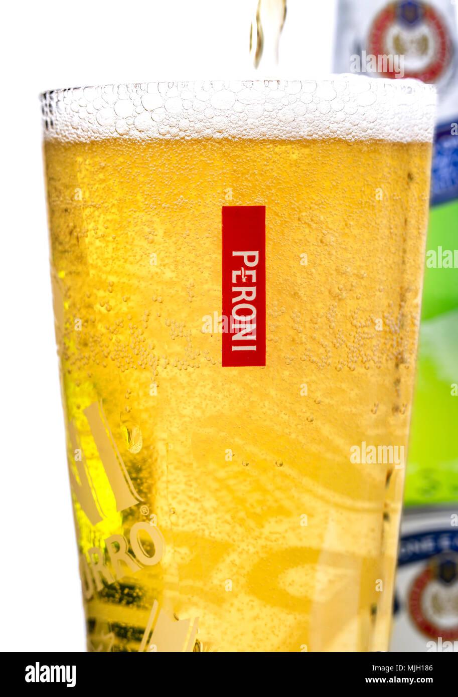 SWINDON, Großbritannien - 5. Mai 2018: Peroni Bier, Brauerei Peroni (Birra Peroni), ist ein Brewing Company, in Italien gegründet. Stockbild