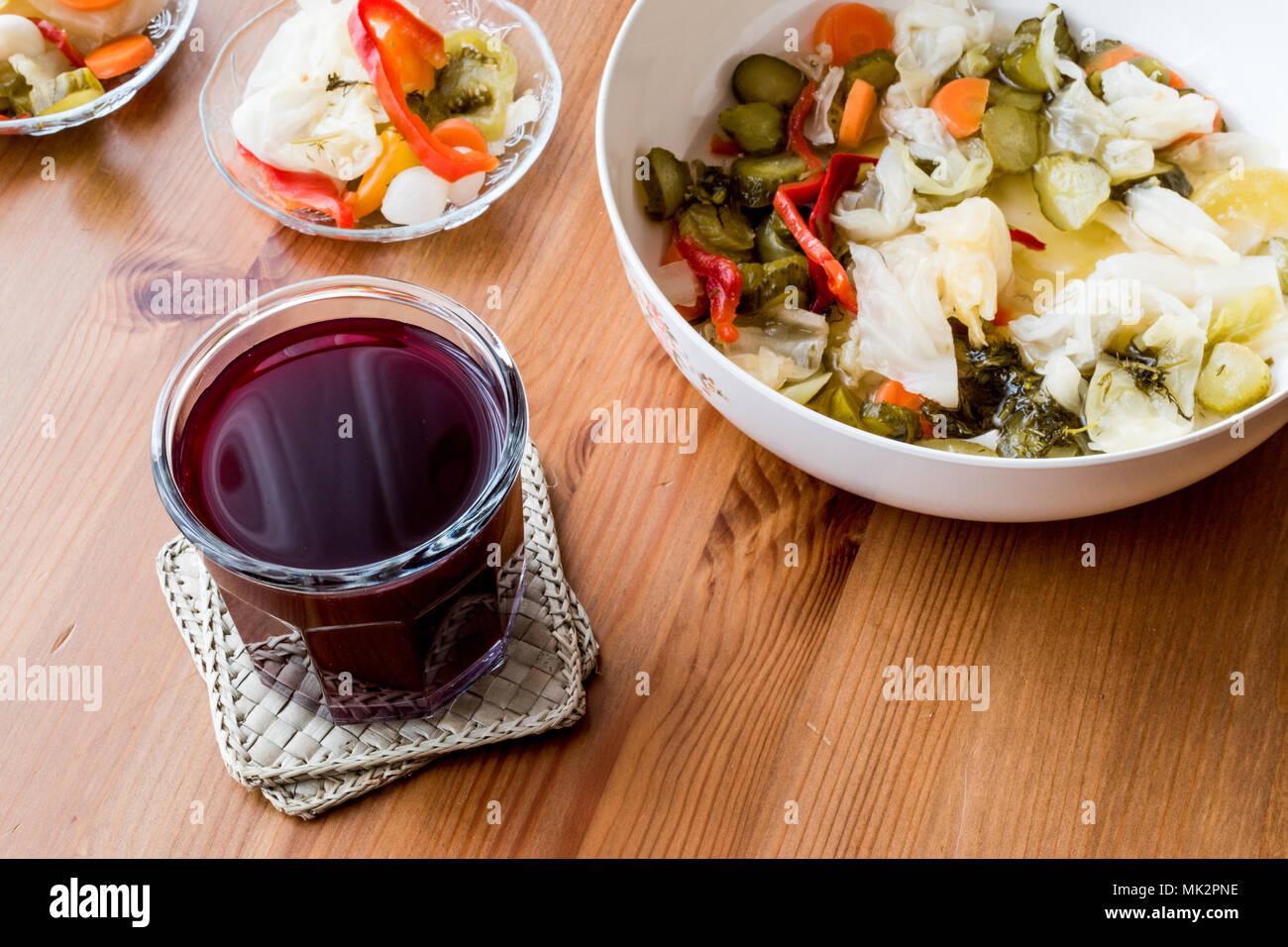 Türkische Rübe Saft mit Pickles/Salgam Suyu. (hausgemachte Getränke ...