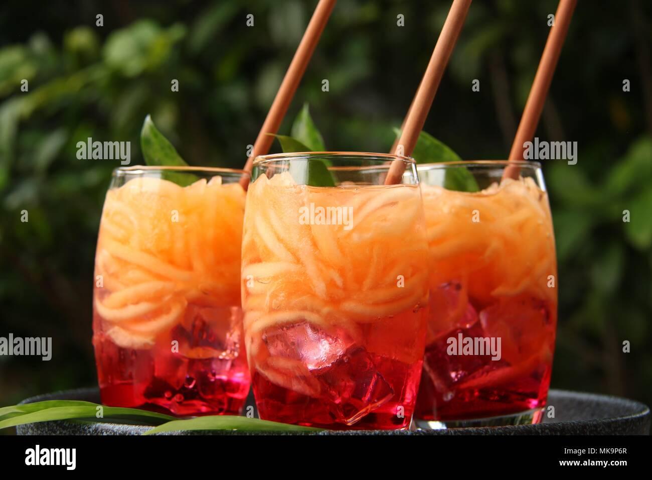 Es Blewah. Javanisch iced Dessert Getränke der Melone in Rot ...