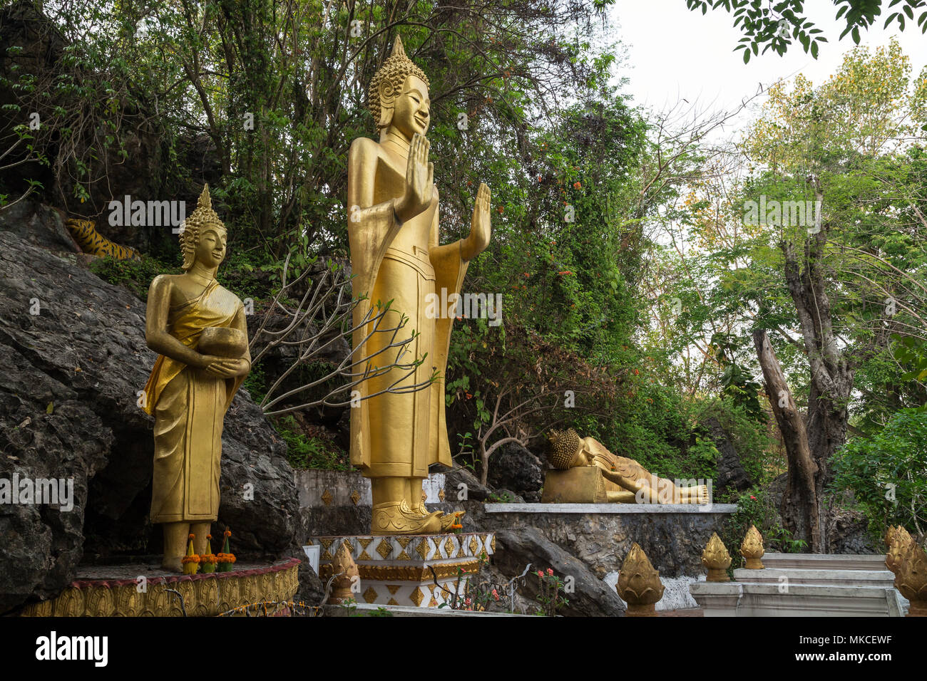 Drei goldene Buddha Statuen am Mount Phousi (Phou Si, Phusi, Phu Si) in Luang Prabang, Laos. Stockbild
