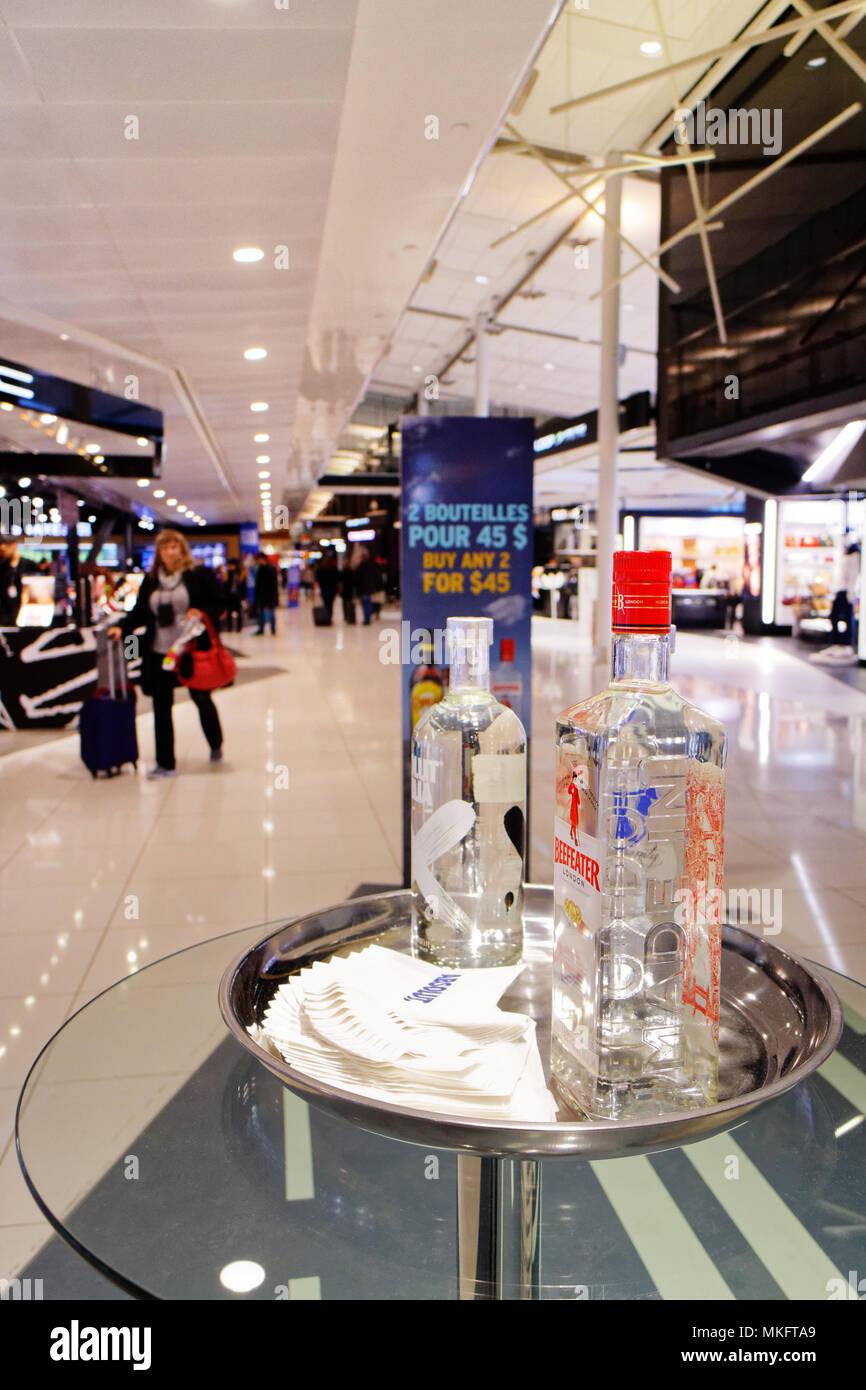"""Beefeater Gin in 'Geschmack Einkaufsviertel der Loop"""" in Montreal Trudeau Flughafen Stockbild"""