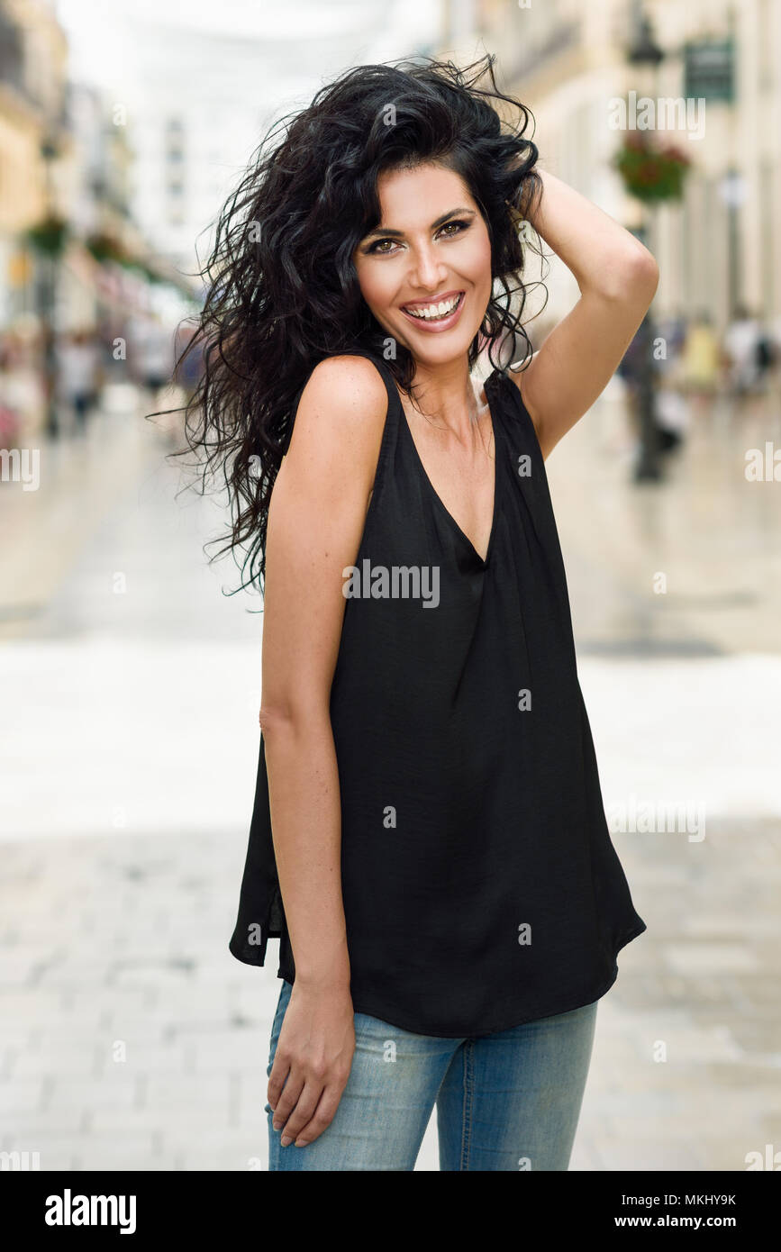 Brünette Frau Legere Kleidung Auf Der Straße Junges Mädchen Mit
