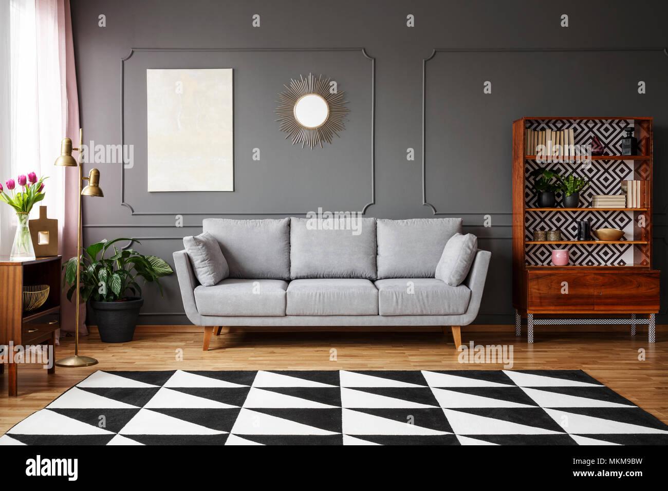 Schwarzer Und Weisser Teppich Mit Geometrischen Muster Auf Dem Boden