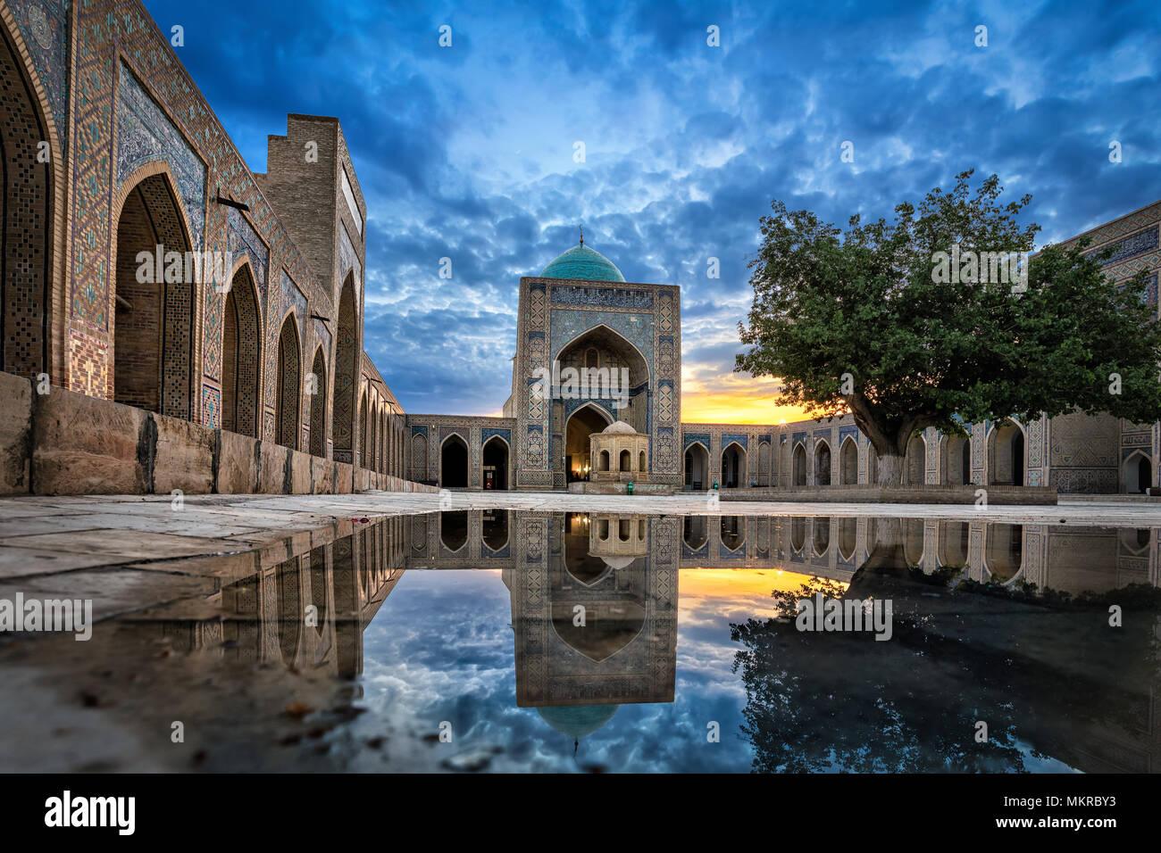 Innenhof des Kalyan Moschee, Teil der Po-i-Kalyan Komplex in Buchara, Usbekistan Stockbild
