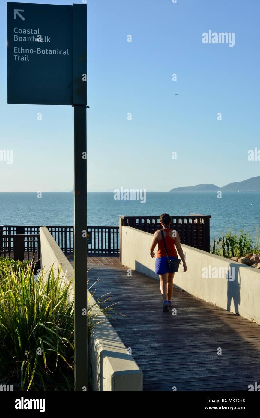 Coastal Promenade ethno botanischer Lehrpfad unterzeichnen, jezzine Kasernen, Kissing Point fort, Townsville, Queensland, Australien Stockbild