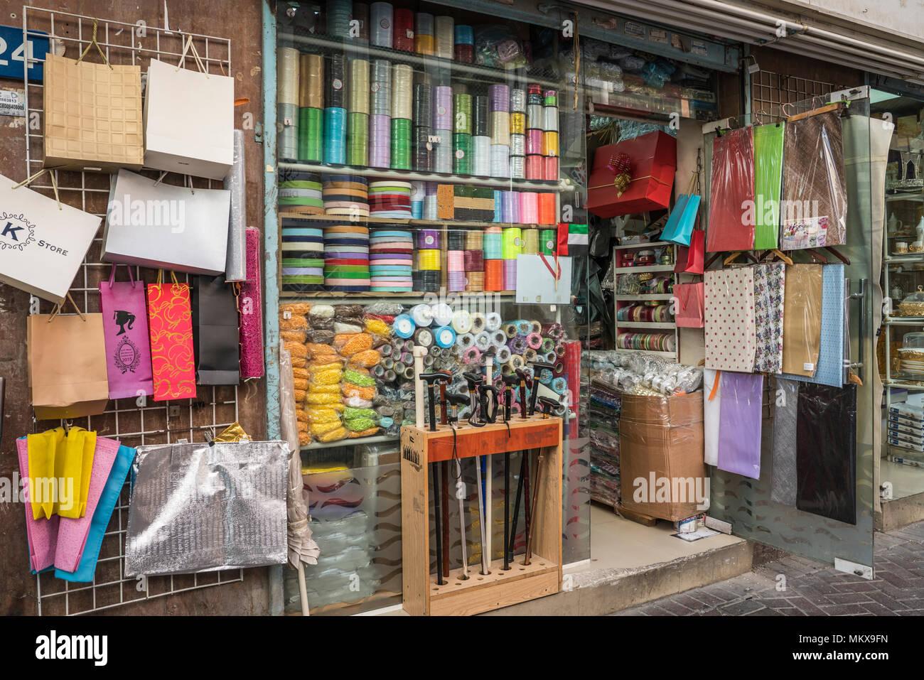 1142c0fe1a3136 Bekleidung und Textilien für den Verkauf in der textilen Märkten der  Altstadt Dubai Vae Naher Osten.