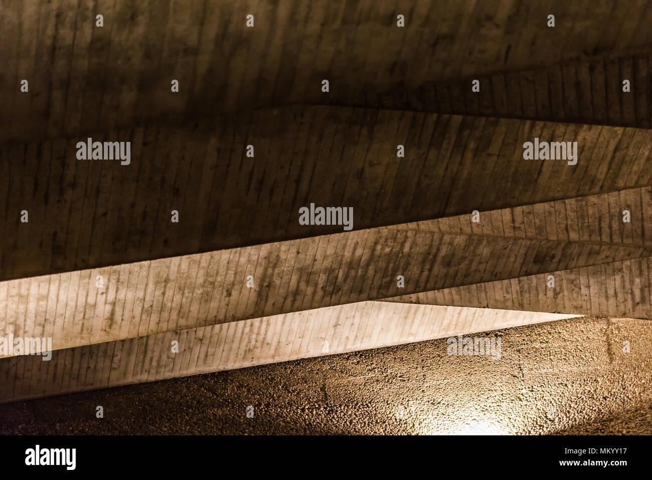 Beleuchtete Betondecke. Alte texturiert. Stockbild
