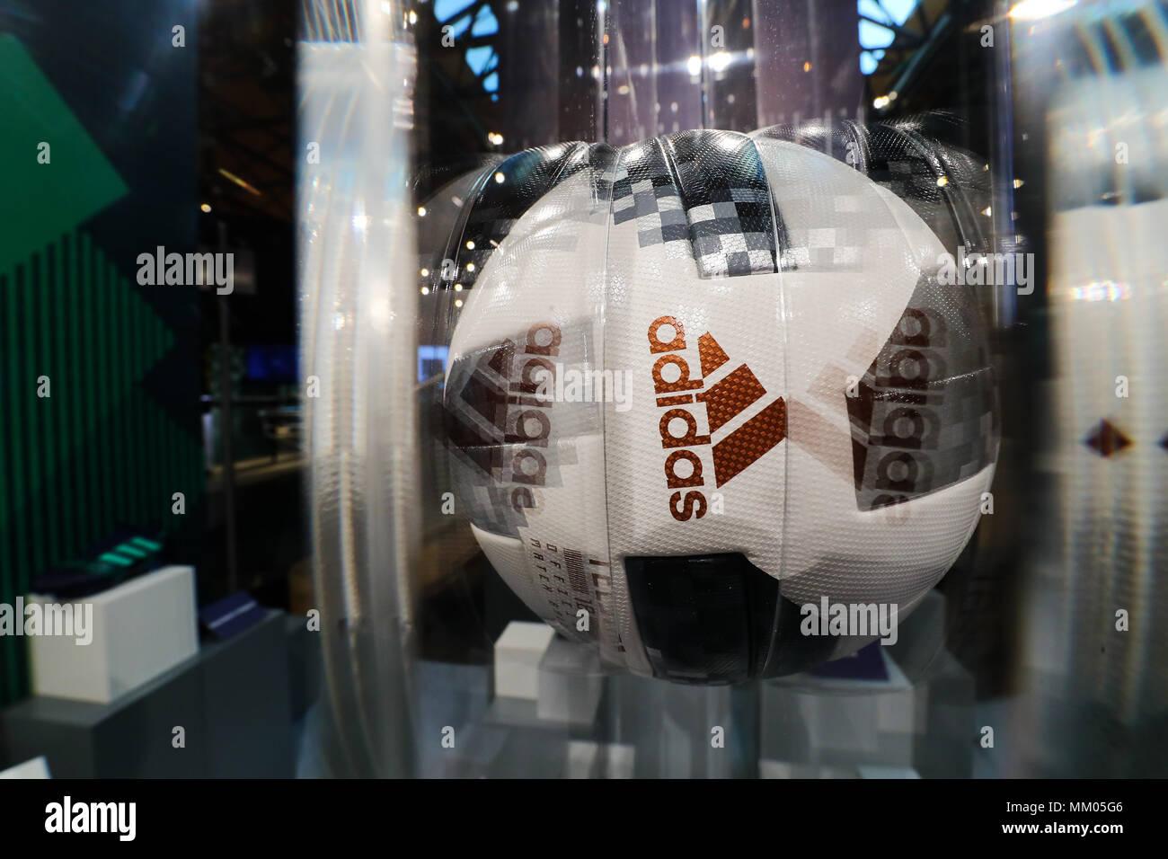 09 Mai 2018, Deutschland, Fürth: Der offizielle Spielball für die WM ...