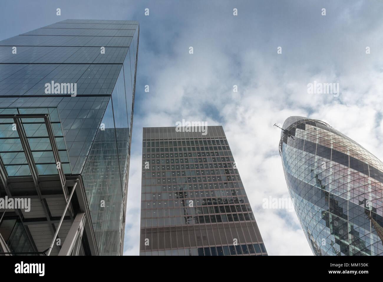 CITY OF LONDON, LONDON - SEPTEMBER 7,2017: Die Leadenhall Building, St Helens Wolkenkratzer und 30 St Mary Axe am 7. September 2017 in London. Stockbild