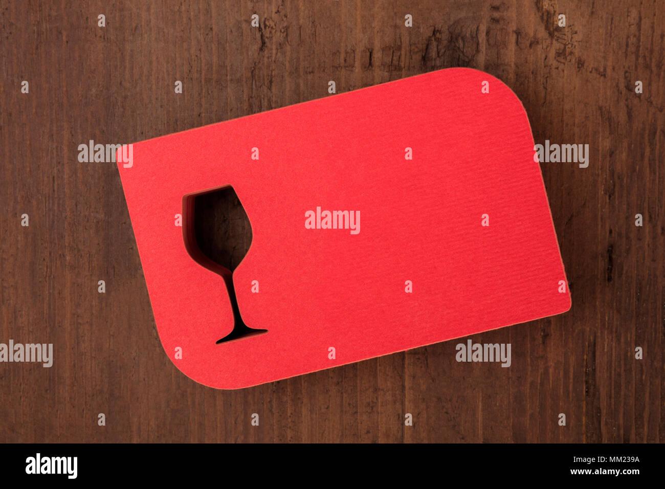 Ein Foto Von Einem Stapel Von Laser Cut Rot Visitenkarten