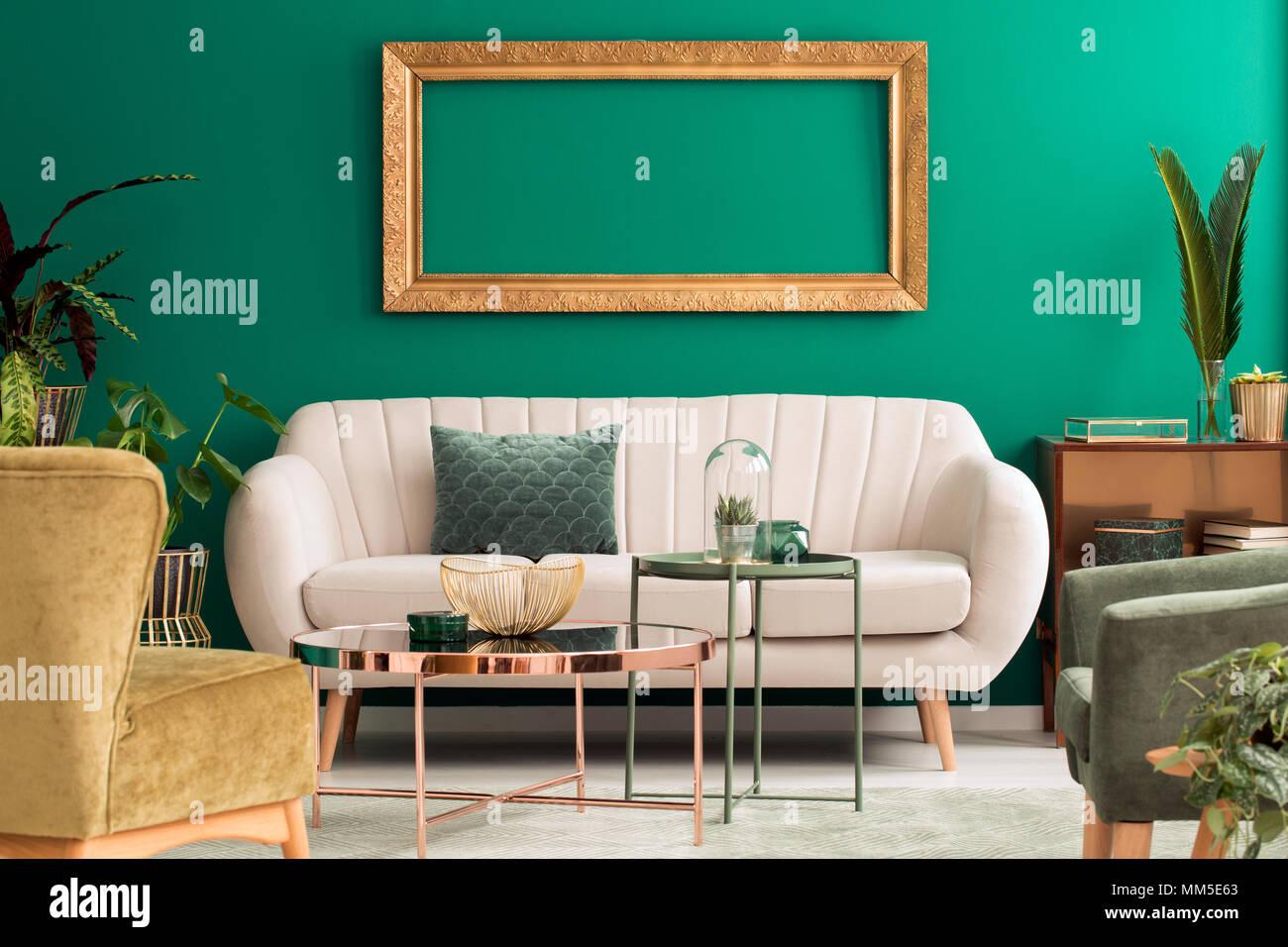 Metall Gold Und Grun Tabellen In Wohnzimmer Einrichtung Mit Hellen