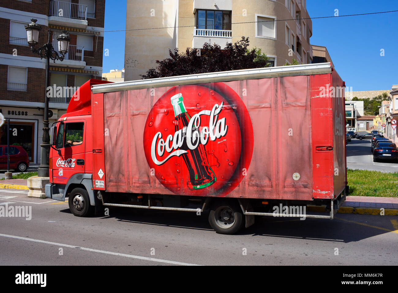 coca cola delivery truck in stockfotos coca cola delivery truck in bilder alamy. Black Bedroom Furniture Sets. Home Design Ideas