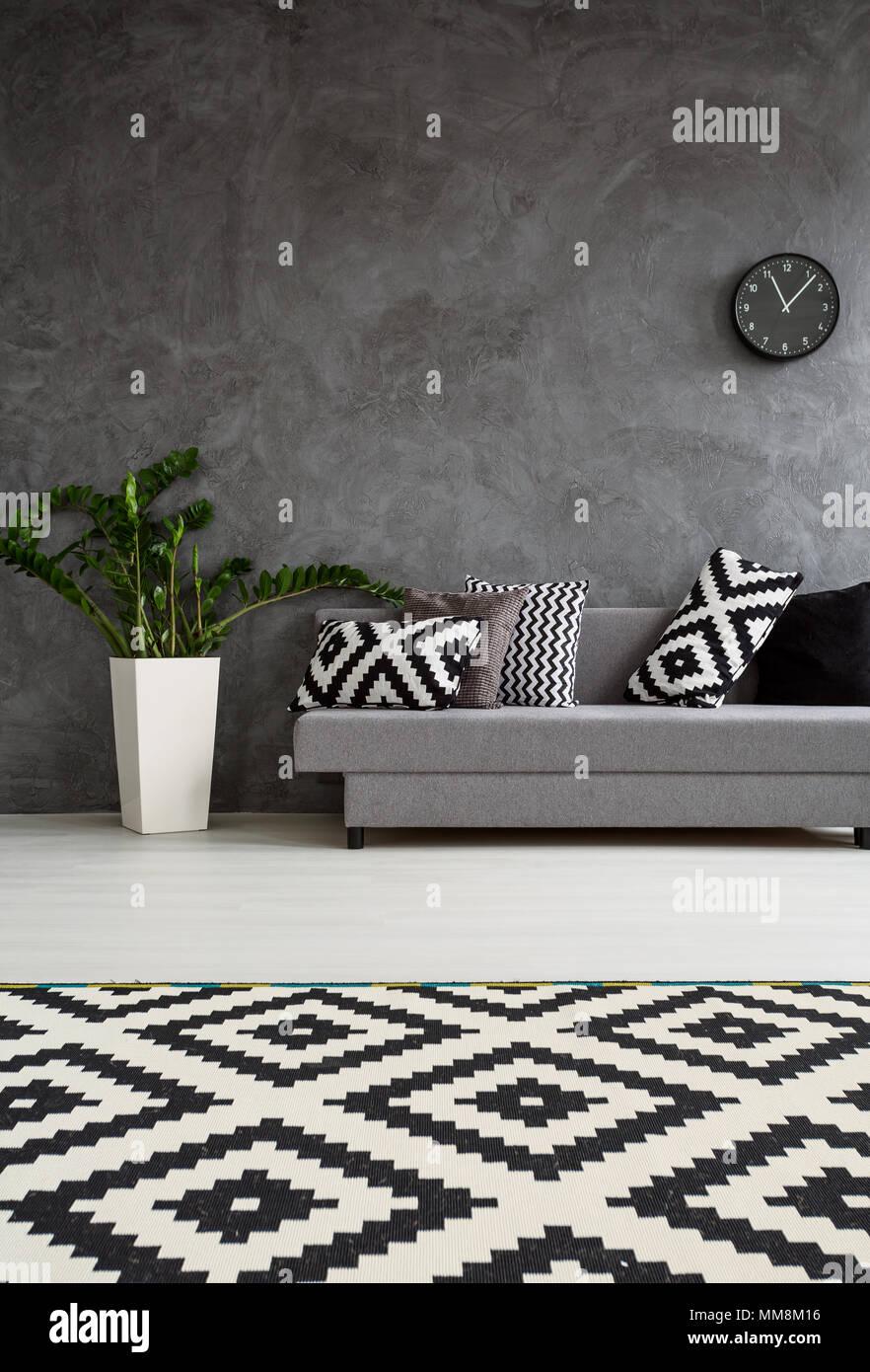 Grau Weies Wohnzimmer | Geraumiges Wohnzimmer Im Minimalistischen Stil Eingerichtet Grau