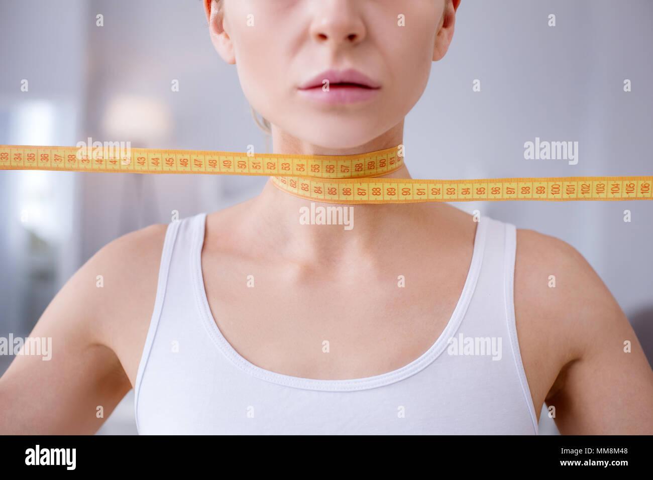 Nahaufnahme eines weiblichen Hals Stockbild