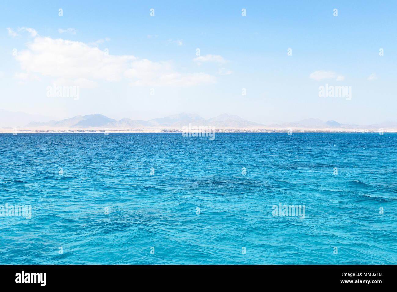 Das Rote Meer und die Insel Tiran in Ägypten. Stockbild