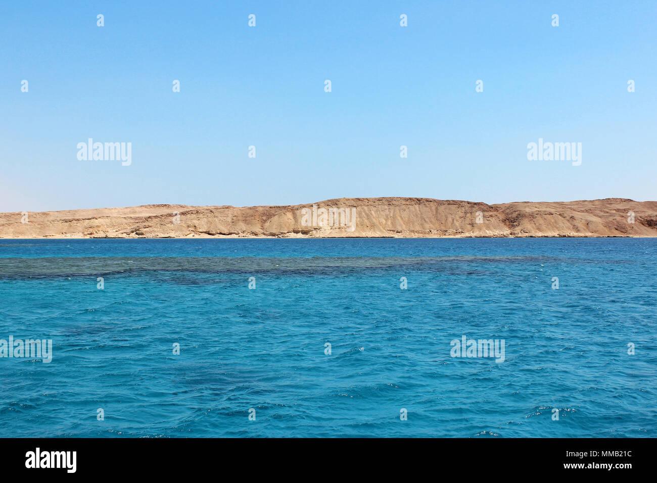 Das Rote Meer und die Insel Tiran in Ägypten. Blick auf das Meer. Stockbild